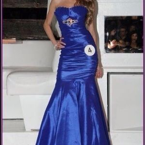 Dresses & Skirts - Women's blue sweetheart neckline dress